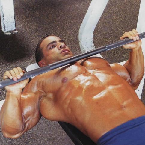 качать мышцы груди