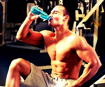 Почему вода нужна для занятий культуризмом и фитнесом?